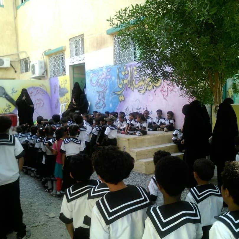 ميليشيا الحوثي تطرد عشرات الأيتام من دار إيواء بالحديدة