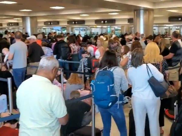 عطل يضرب مطارات أميركية.. والمسافرون يتكدسون