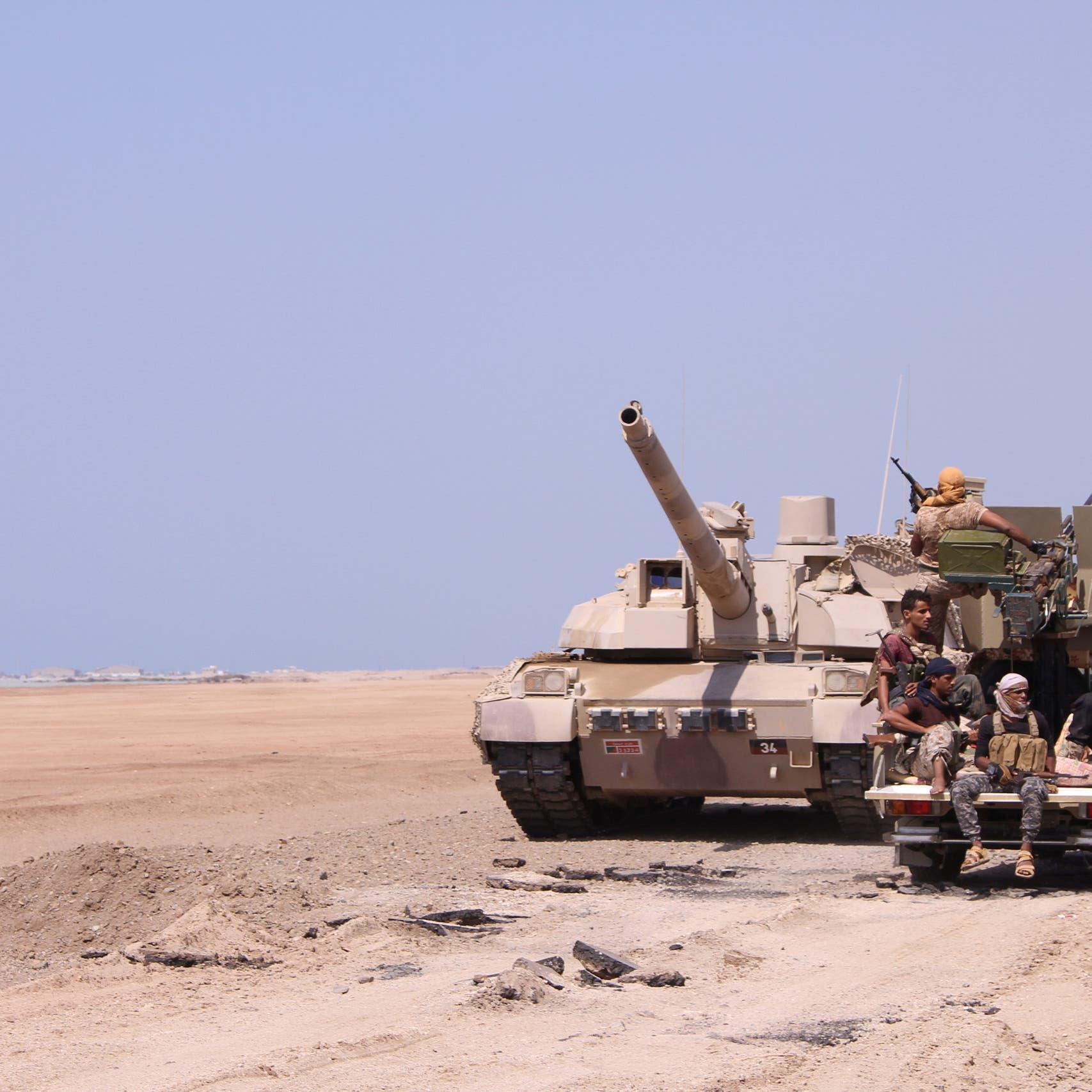 بعد السيطرة على عتق.. أمن المدينة بيد الجيش اليمني