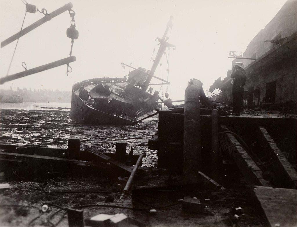 صورة لإحدى السفن المدمرة بميناء مدينة تكساس عقب الانفجار