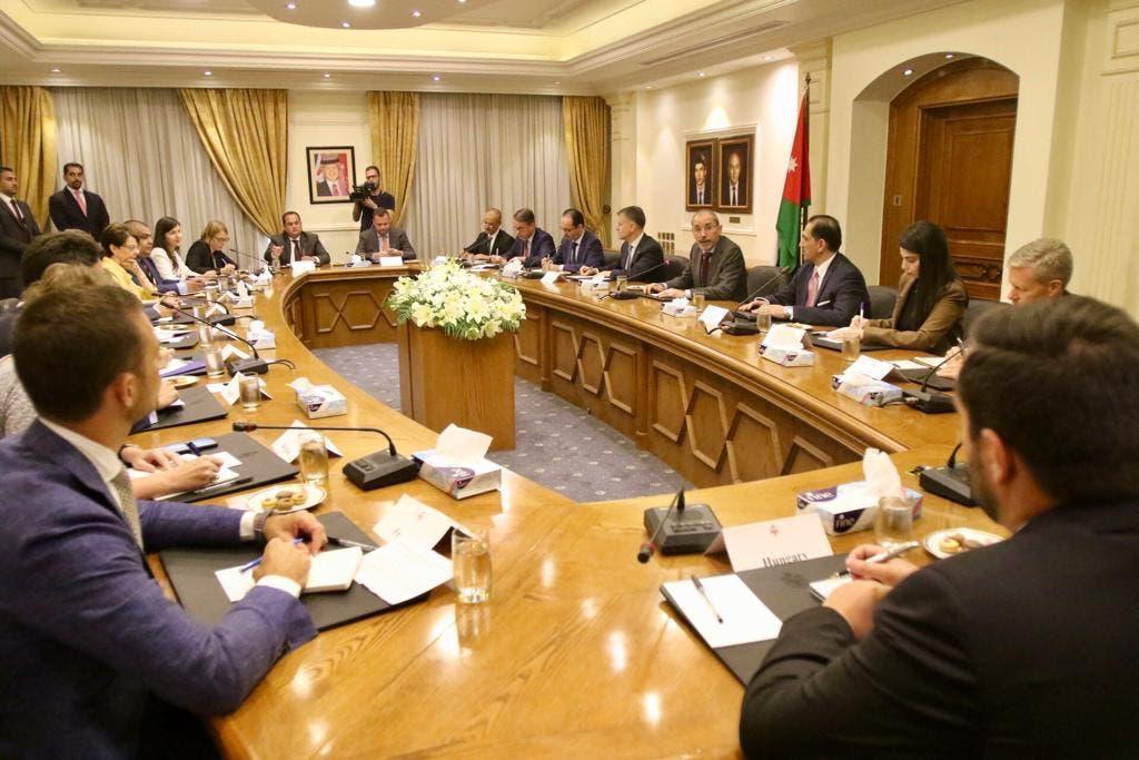 الصفدي خلال لقائه مع السفراء الأوروبيين في الأردن