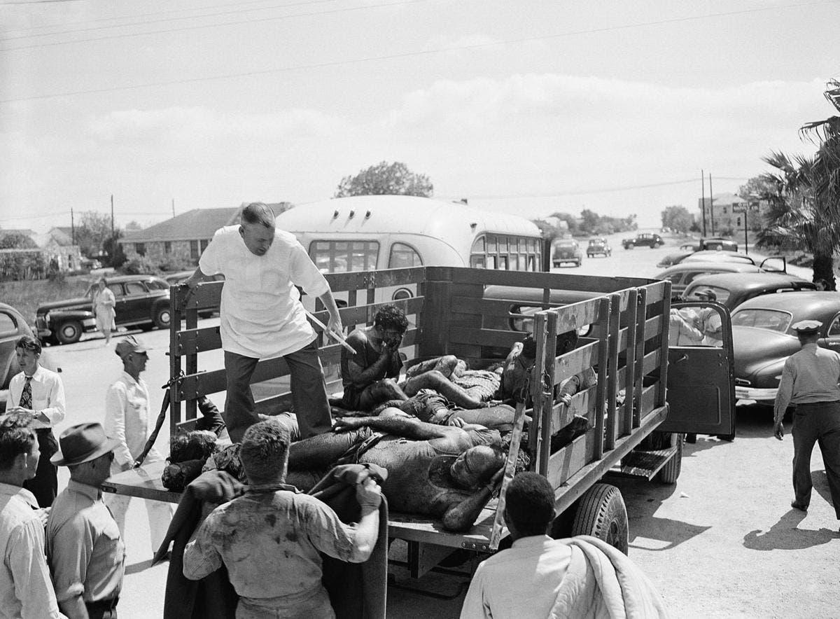 صورة لعملية نقل عدد من الضحايا عقب انفجار تكساس
