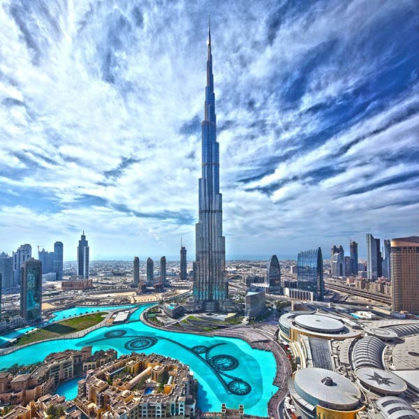 دبي تغلق المتنزهات والسينما والمتاحف لخنق كورونا