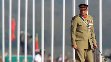 رئيس وزراء باكستان يُبقي قائد الجيش القوي 3 سنوات أخرى