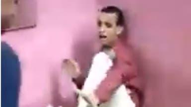 """فيديو لاعتداء على """"مريض ذهني"""" يشعل غضبا في مصر"""