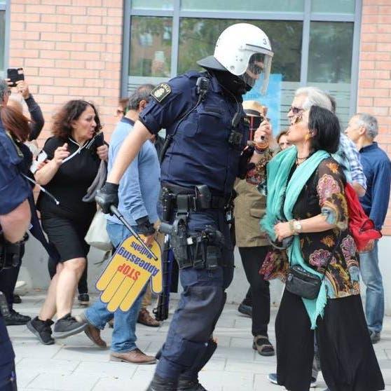 السويد.. اعتقالات وإصابات بين المحتجين على زيارة ظريف