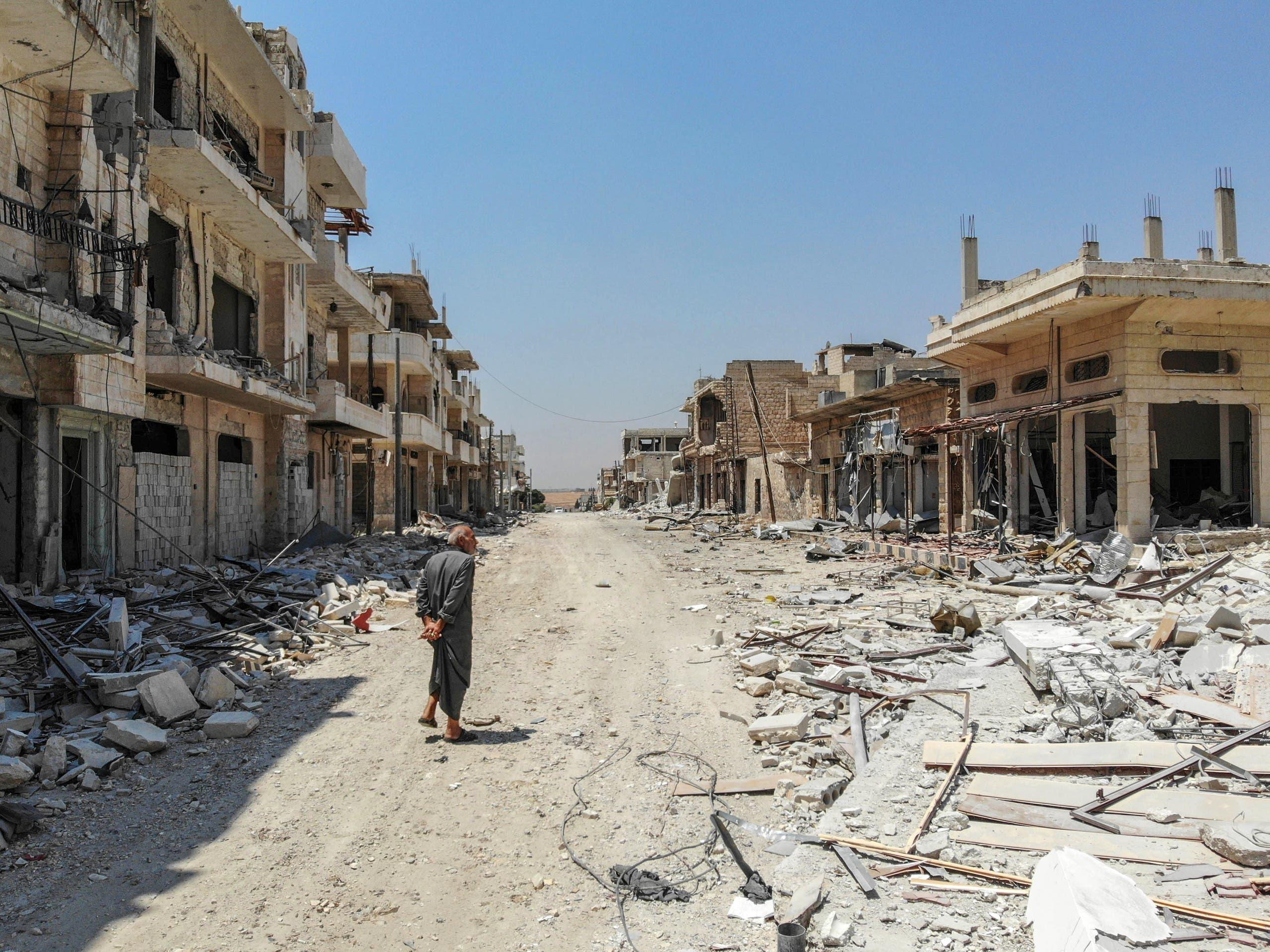 خان شيخون المدمرة جراء القصف