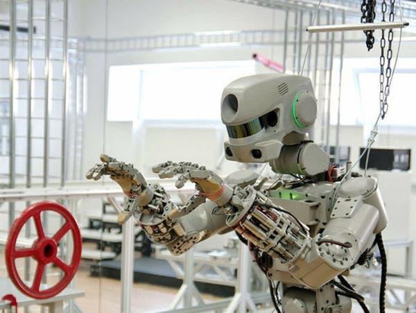 روسيا تطلق أول روبوت يحاكي دور رواد الفضاء