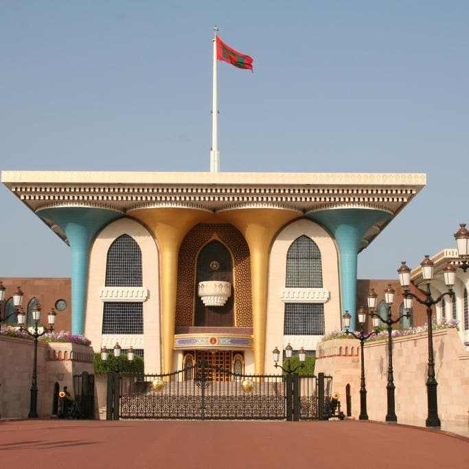 سلطنة عمان تبحث إحلال المواطنين بالشركات الحكومية