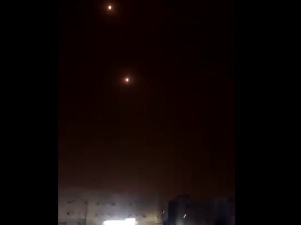 شاهد لحظات تدمير الدفاعات السعودية لصواريخ الحوثي بسماء جازان