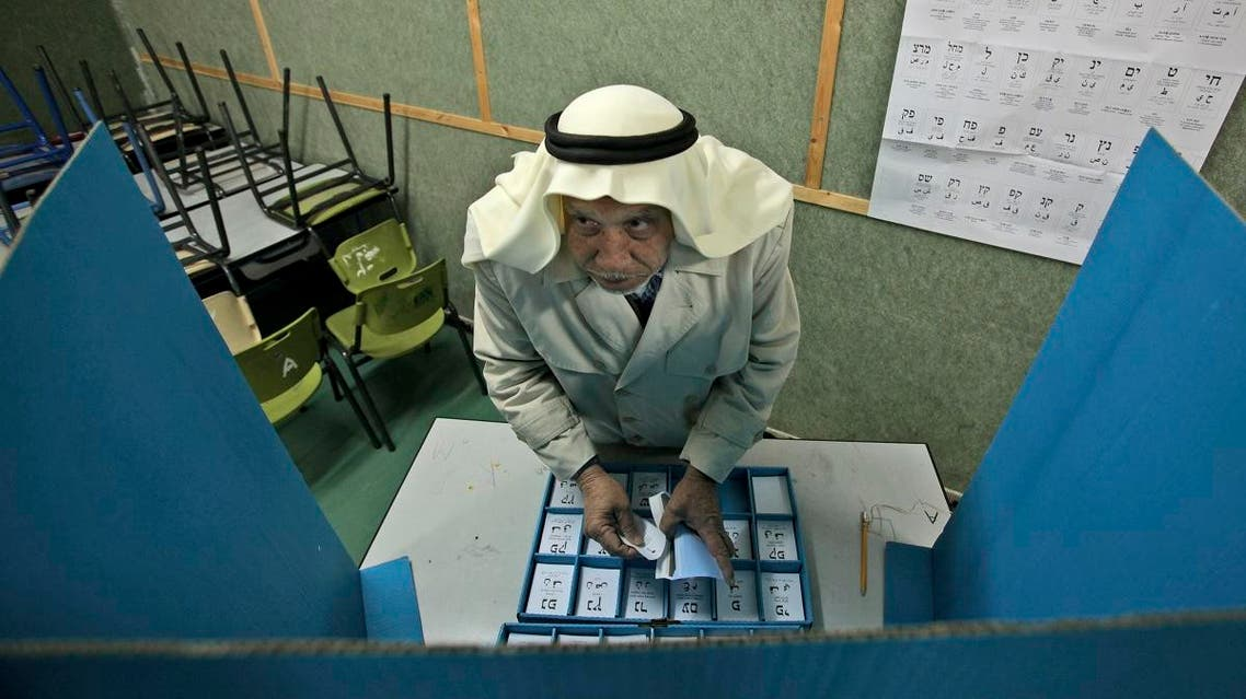 Israeli Arab Abdullah Talash, 74, chooses his ballot in order to vote in Israel's general election at a polling station. (File photo: AP)