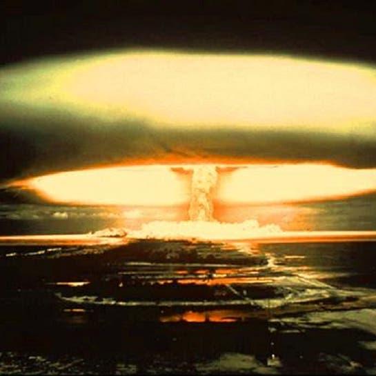 شاهد ماذا يحدث لو تم تفجير قنبلة ذرية داخل أحد الأعاصير