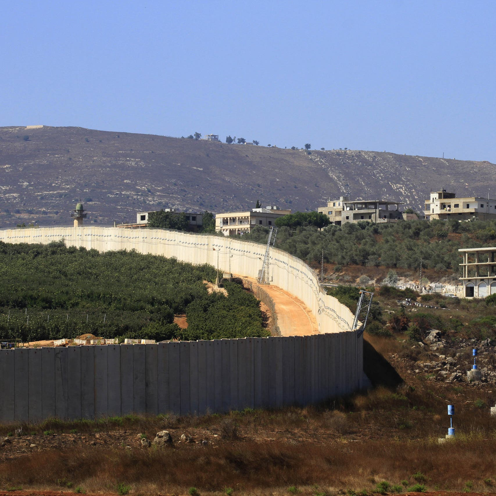 """استنفار بين لبنان وإسرائيل.. و""""درون"""" تشعل ناراً على الحدود"""