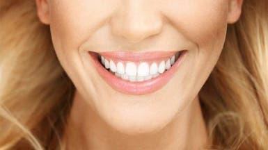 عوامل تغییر رنگ دندانها و راهکارهای طبیعی سفید کردن آن
