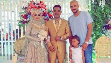 سعودي يشارك عاملته فرحتها بحضور زفاف ابنتها بإندونيسيا