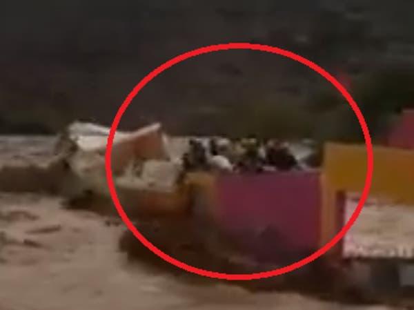 فيديو مروع.. غرق 7 أشخاص أمام ذويهم بفيضانات المغرب