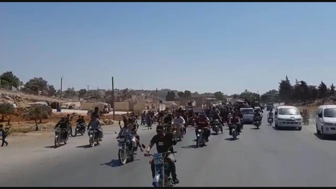القوات التركية تطلق الغاز المسيل للدموع ضد محتجين سوريين على غلق الحدود