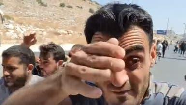 بالفيديو.. الدرك التركي يضرب متظاهرين سوريين بالغاز بمعبر الهوى