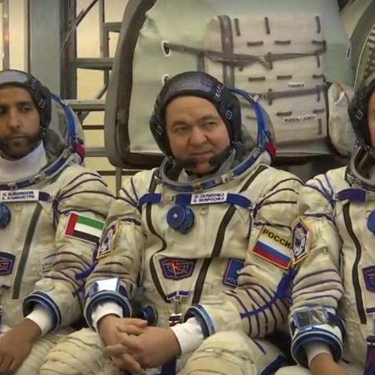 طاقم محطة الفضاء يستعد للانطلاق بمشاركة أول رائد إماراتي