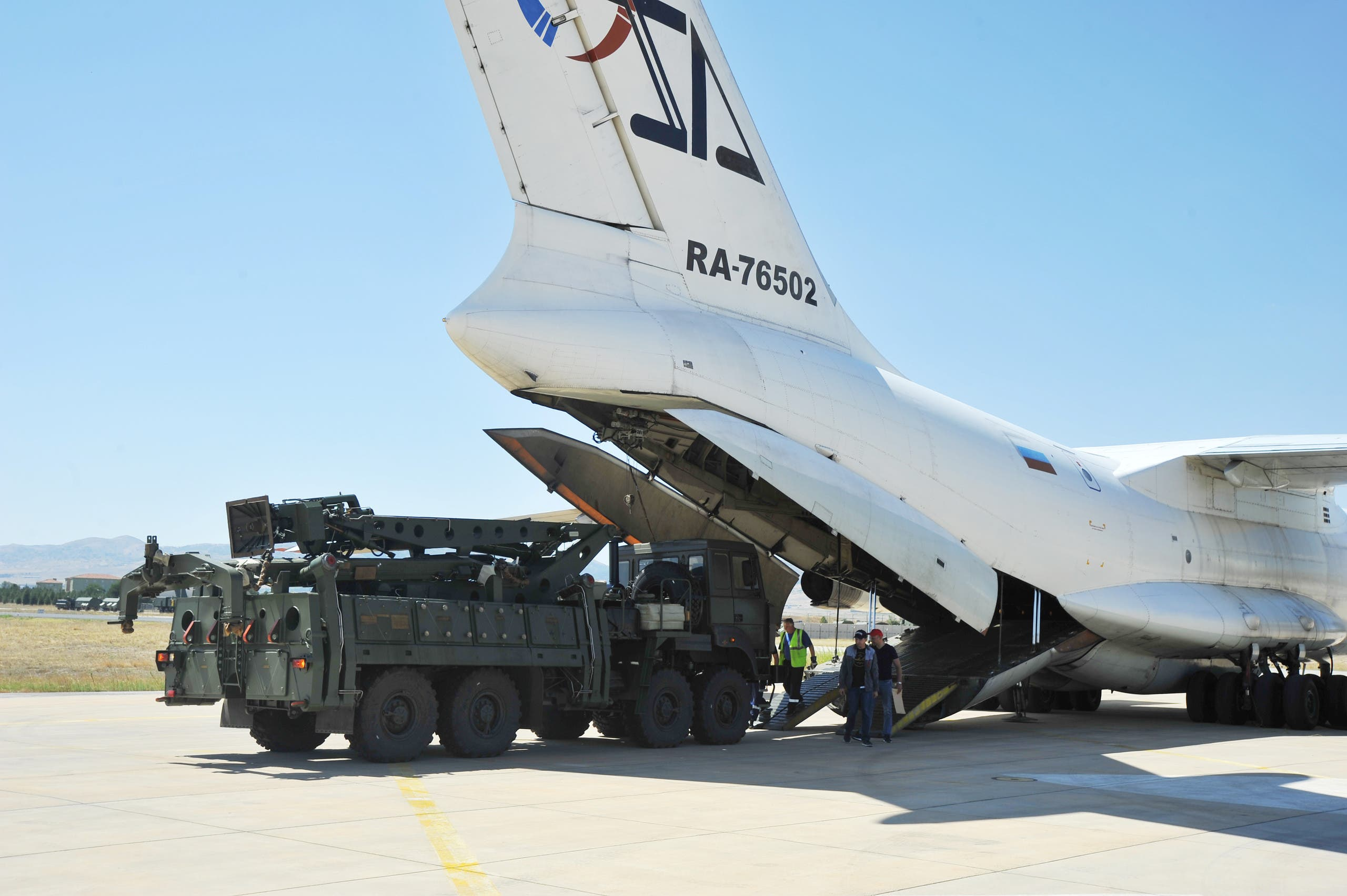 A part of a Russian S-400 defense system is seen after unloaded from a Russian plane near Ankara, Turkey, August 27, 2019. (File Photo: Reuters)