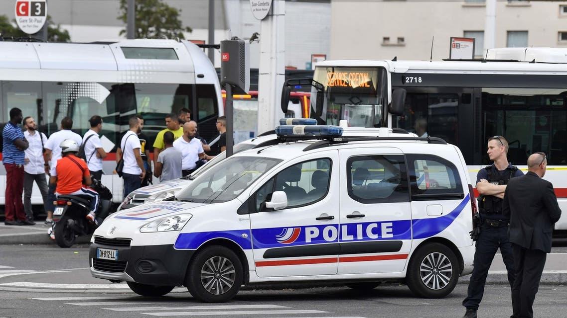 حمله پناهجوی افغان با چاقو در لیون فرانسه؛ 1 تن کشته و 9 تن زخمی شدند