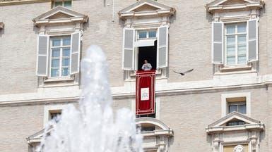 نصف ساعة ظلّ البابا عالقاً في مصعد.. وتأخر عن الصلاة!