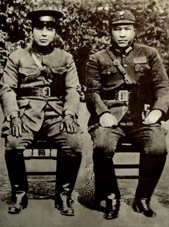 صورة تجمع بين الجنرالين تشانغ زوليانغ ويانغ هوتشنغ