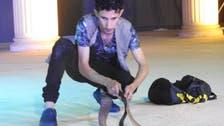 سعودی عرب میں خطرناک اورزہریلے سانپوں کے شوقین سپیرے ملیے!