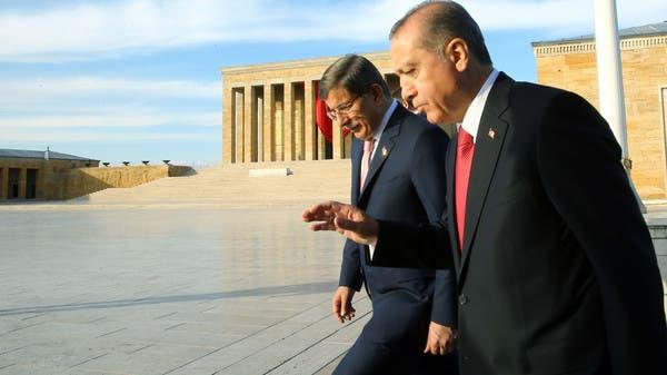 بعد انتقاد أردوغان.. العدالة والتنمية يقصي داود أوغلو