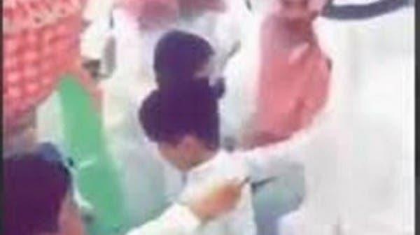 فيديو لطفل سعودي يقدم ريالاً للوزير.. كيف رد الأخير؟