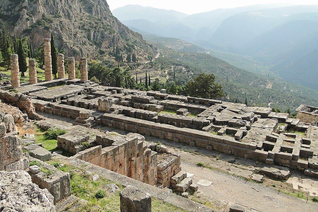 صورة لموقع معبد أبولو بدلفي