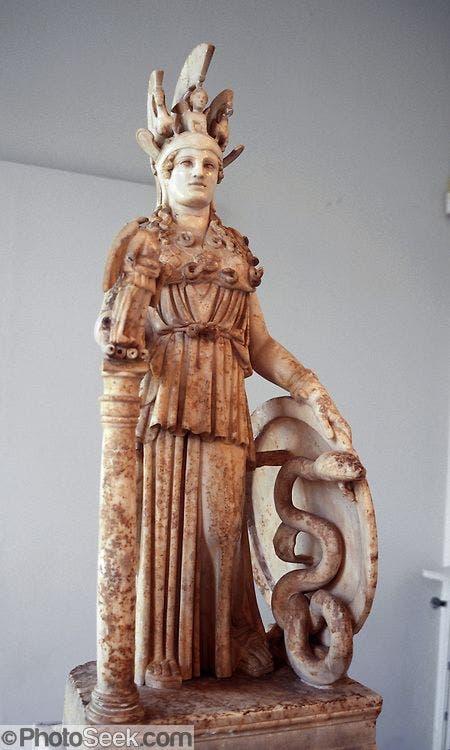 تمثال يجسد الآلهة أثينا