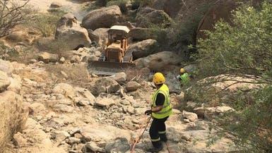 سقوط بلدوزر من قمة جبل عفف.. ومقتل سائقه