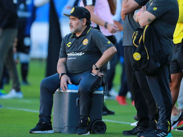 عودة مارادونا إلى التدريب تثير المشاعر في الأرجنتين