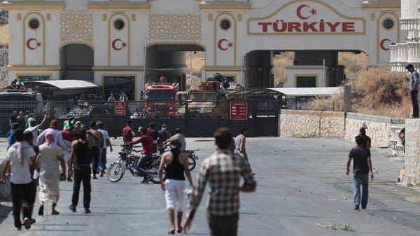 5 حراس أتراك ينهالون ضرباً على 8 نازحين من إدلب