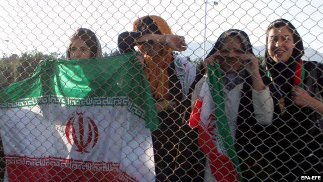 ايرانيات منعن من الحضور في الملعب