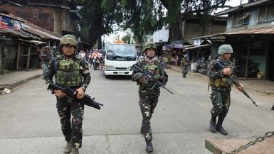 انتحاري متنكر بعباءة يفجر نفسه أمام معسكر في الفلبين