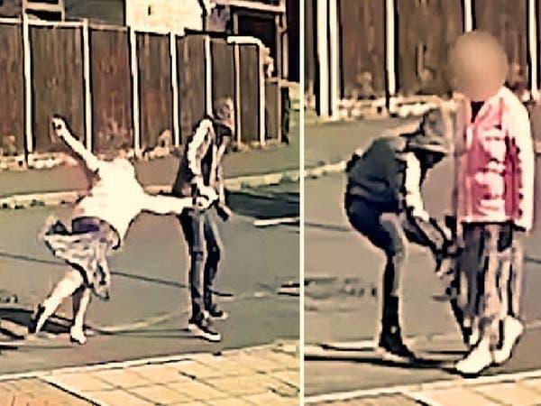 انظر كيف خطف النشال حقيبة امرأة ورماها أرضاً في إنجلترا