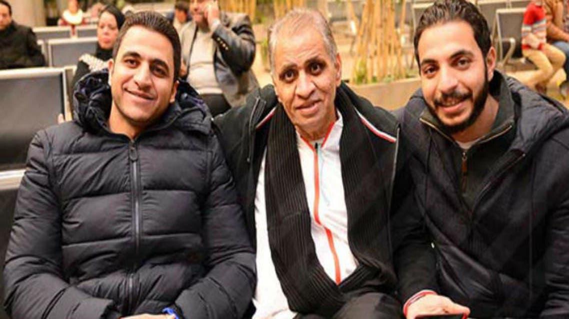 أحمد السبكي يتوسط نجليه