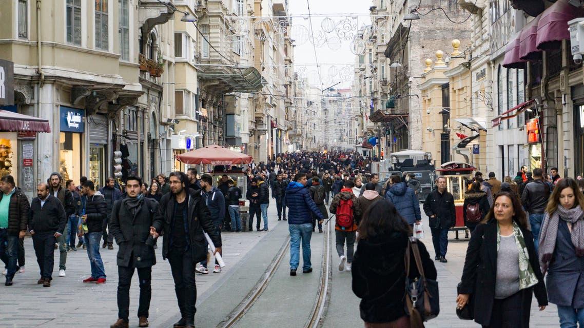 من أحد شوارع اسطنبول