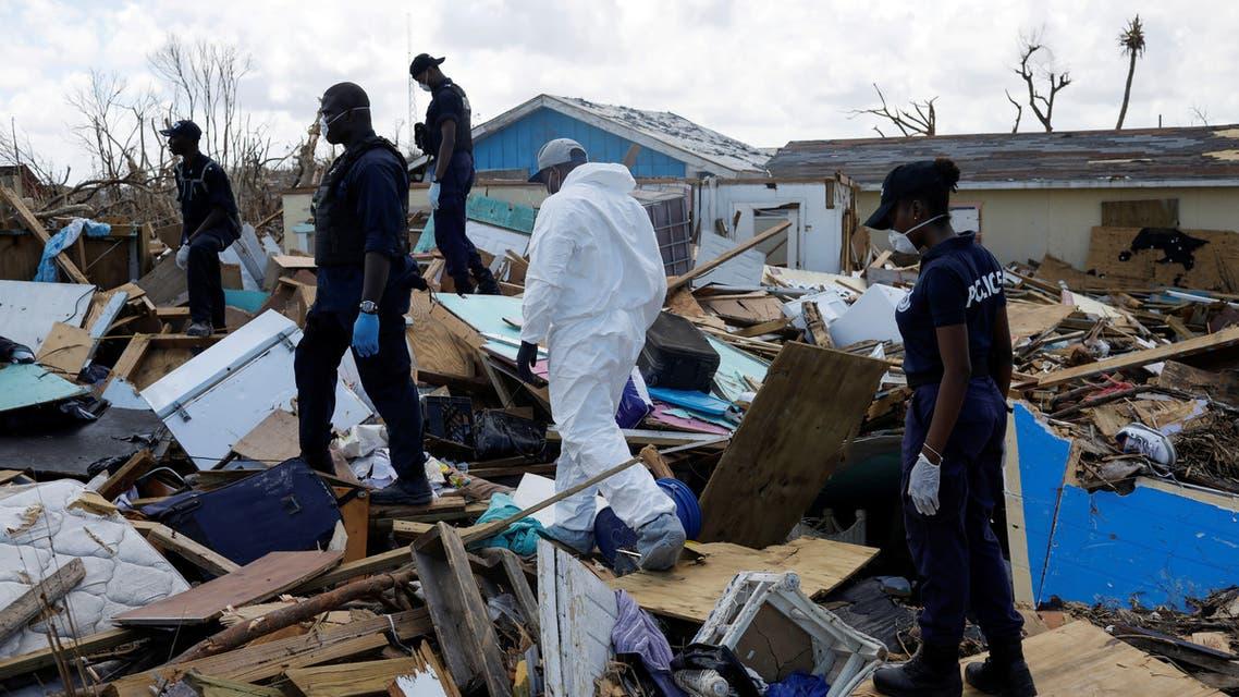 ضباط يبحثون عن جثث لضحايا الإعصار دوريان في جرز الباهاما