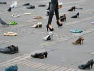 صور.. لماذا عُرض 300 حذاء لمهاجر فنزويلي بوسط كولومبيا؟