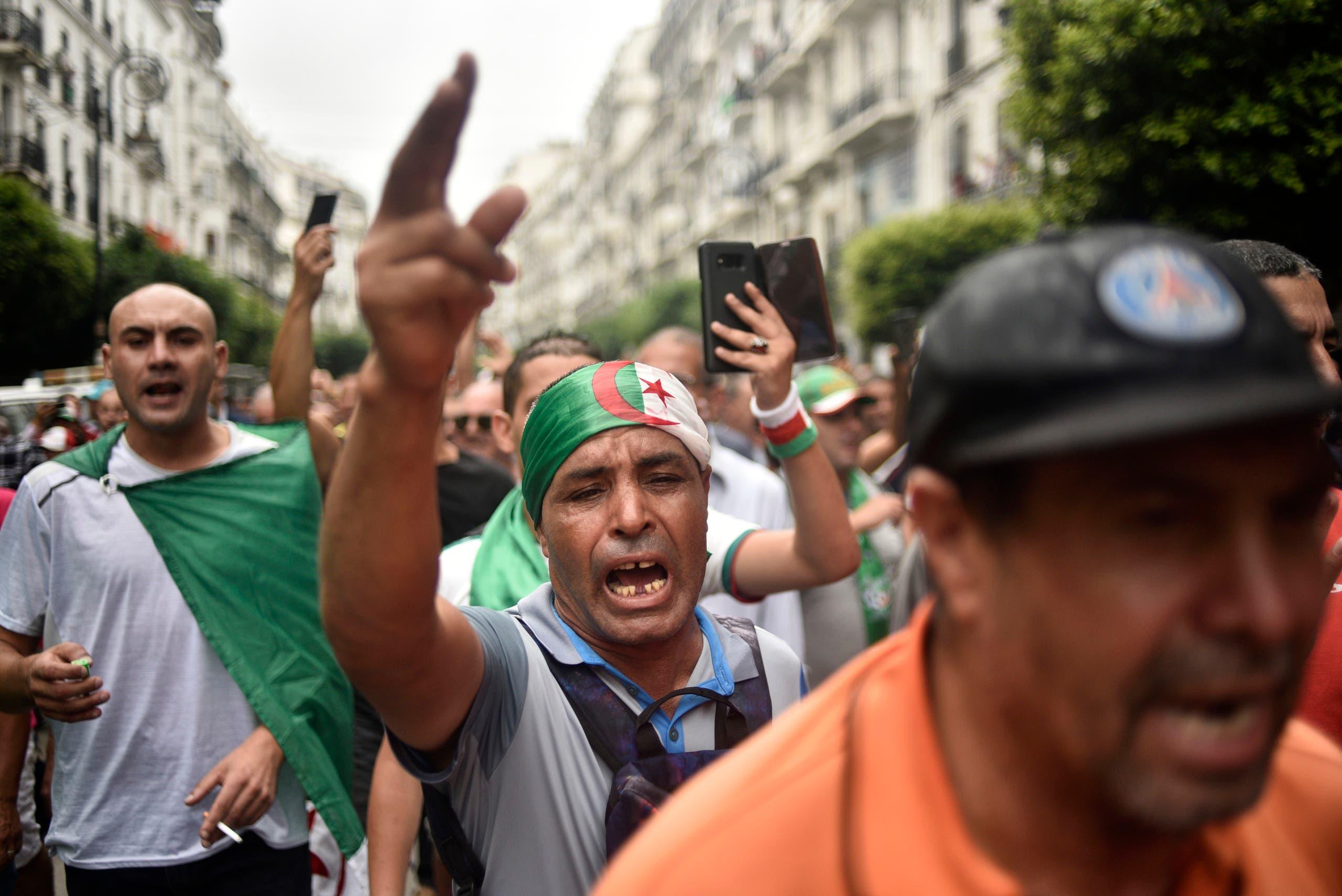 من تظاهرات الجزائريين الأسبوع الماضي (أرشيفية)