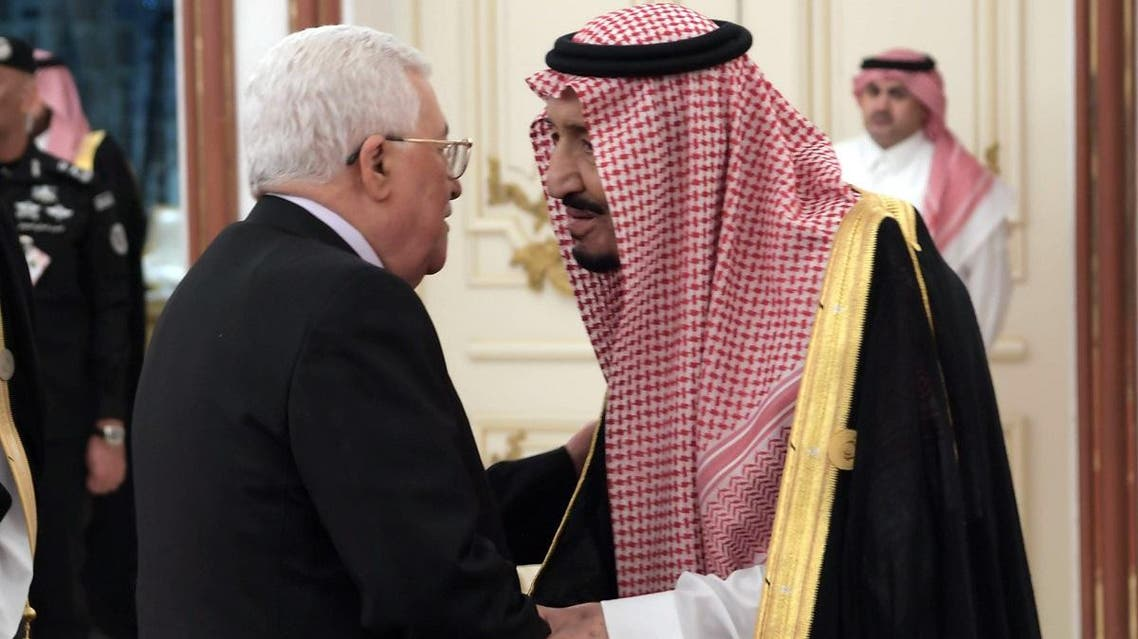 Palestinian president Mahmud Abbas (L) greeting Saudi King Salman during the extraordinary Arab summit held at al-Safa Royal Palace in Mecca on May 30, 2019. (AFP)