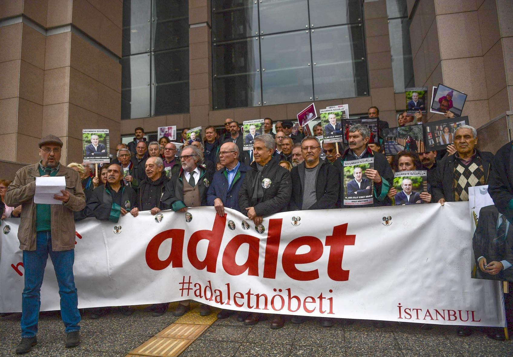 يطالبون بالإفراج عن الصحافيين المعتقلين في تركيا (أرشيفية)