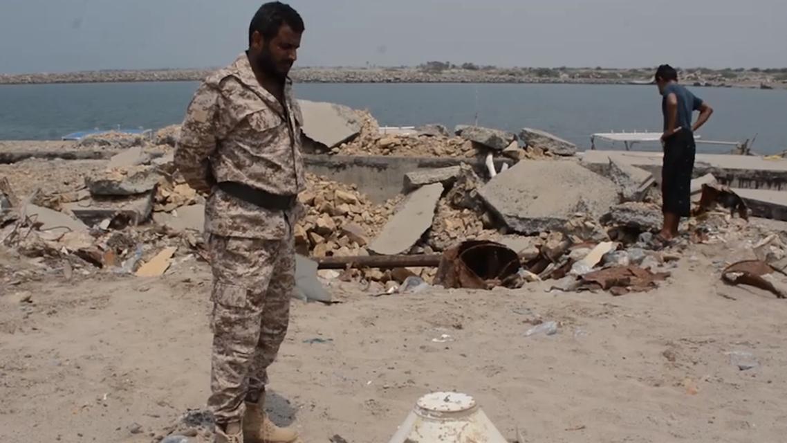 تفكيك لغم بحري زرعه الحوثيون