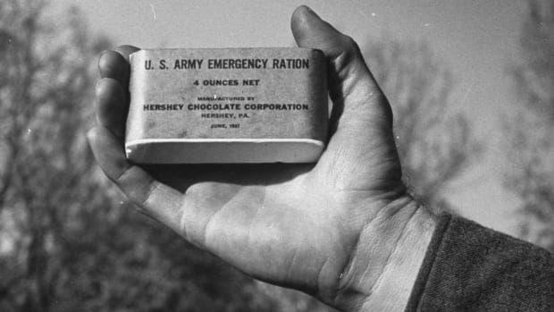 صورة لإحدى قطع الشوكولاتة التي حصل عليها الجنود الأميركيون بالحرب العالمية الثانية