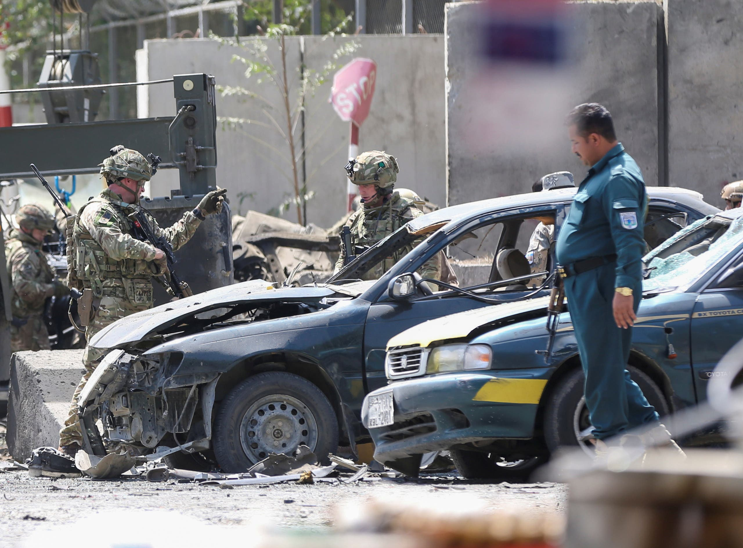 Foreign troops with NATO-led Resolute Support Mission investigate at the site of a suicide attack in Kabul, Afghanistan September 5, 2019. (File photo: Reuters)