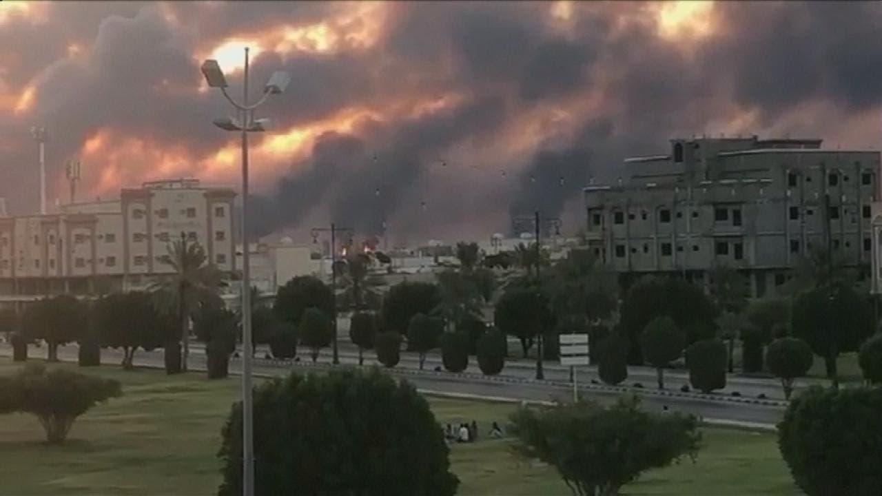 جانب من الحريق الذي اشتعل في منشآت أرامكو جراء الهجوم