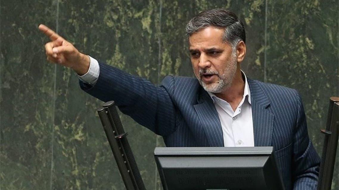 نماینده مجلس ایران: مسئولانی که خانوادههایشان خارج از کشور زندگی کند عزل میشوند